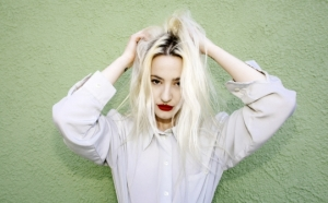 Du_Blonde_Alice_Baxley_541_337